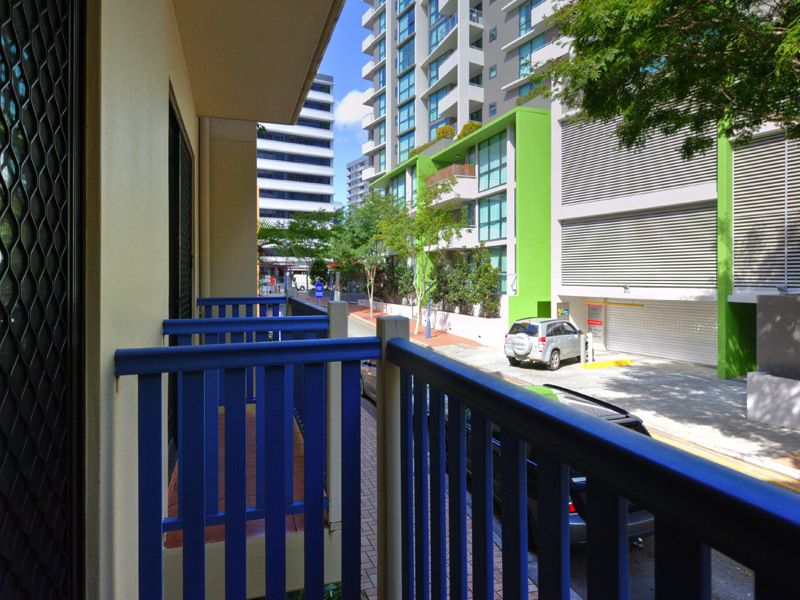 Unit 3/85 Berry St, Spring Hill QLD 4000, Image 2