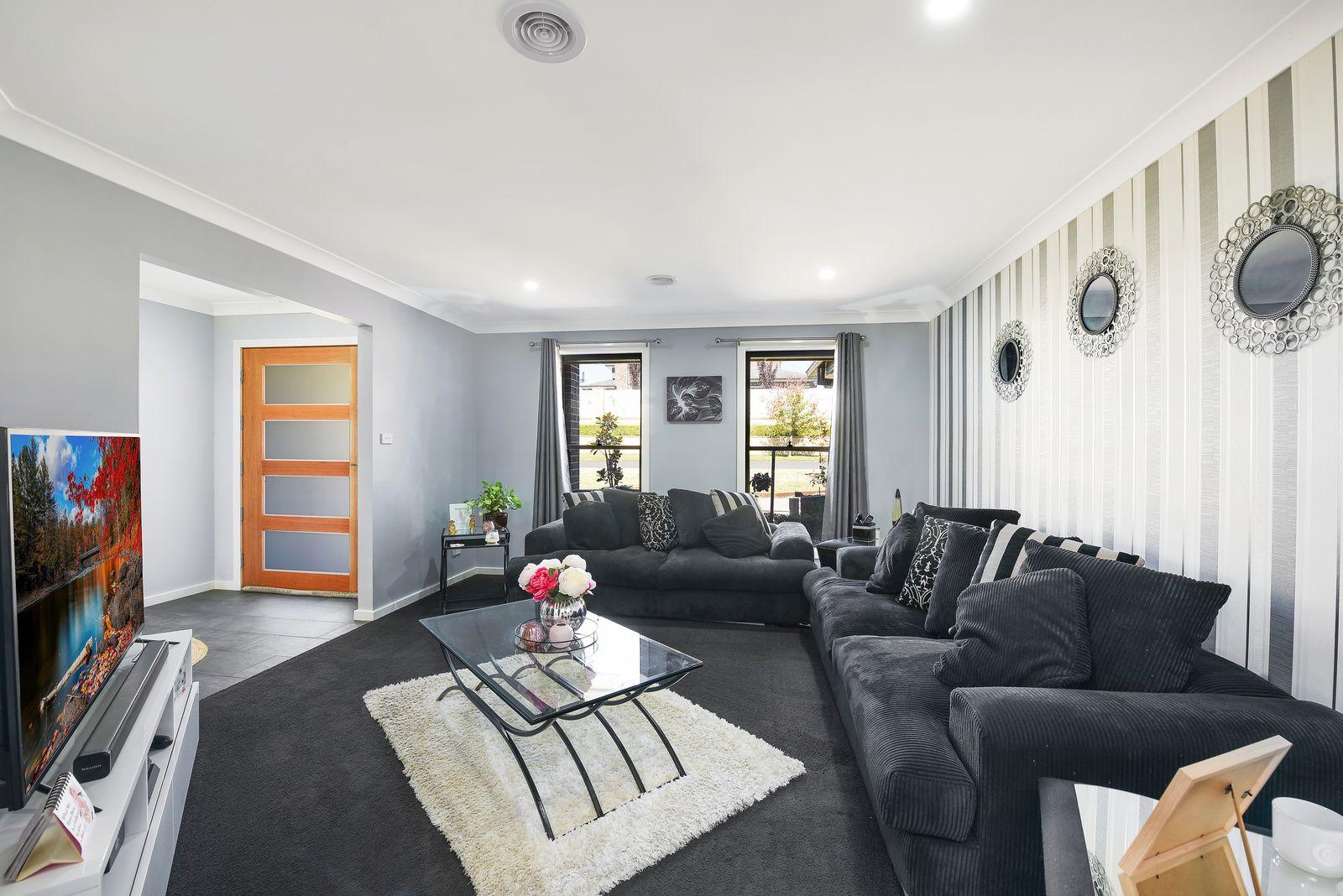 1 Hillcrest Avenue, Bowenfels NSW 2790, Image 2