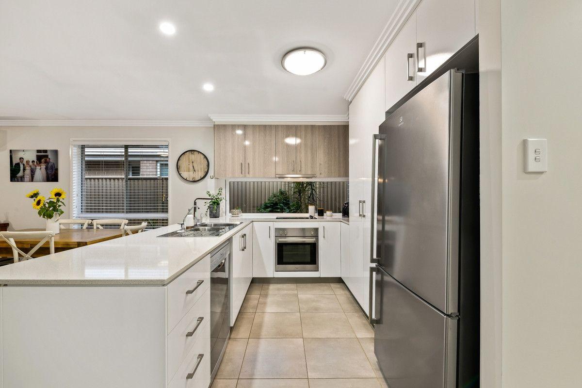 2/13 Henry Street, Mount Lofty QLD 4350, Image 1