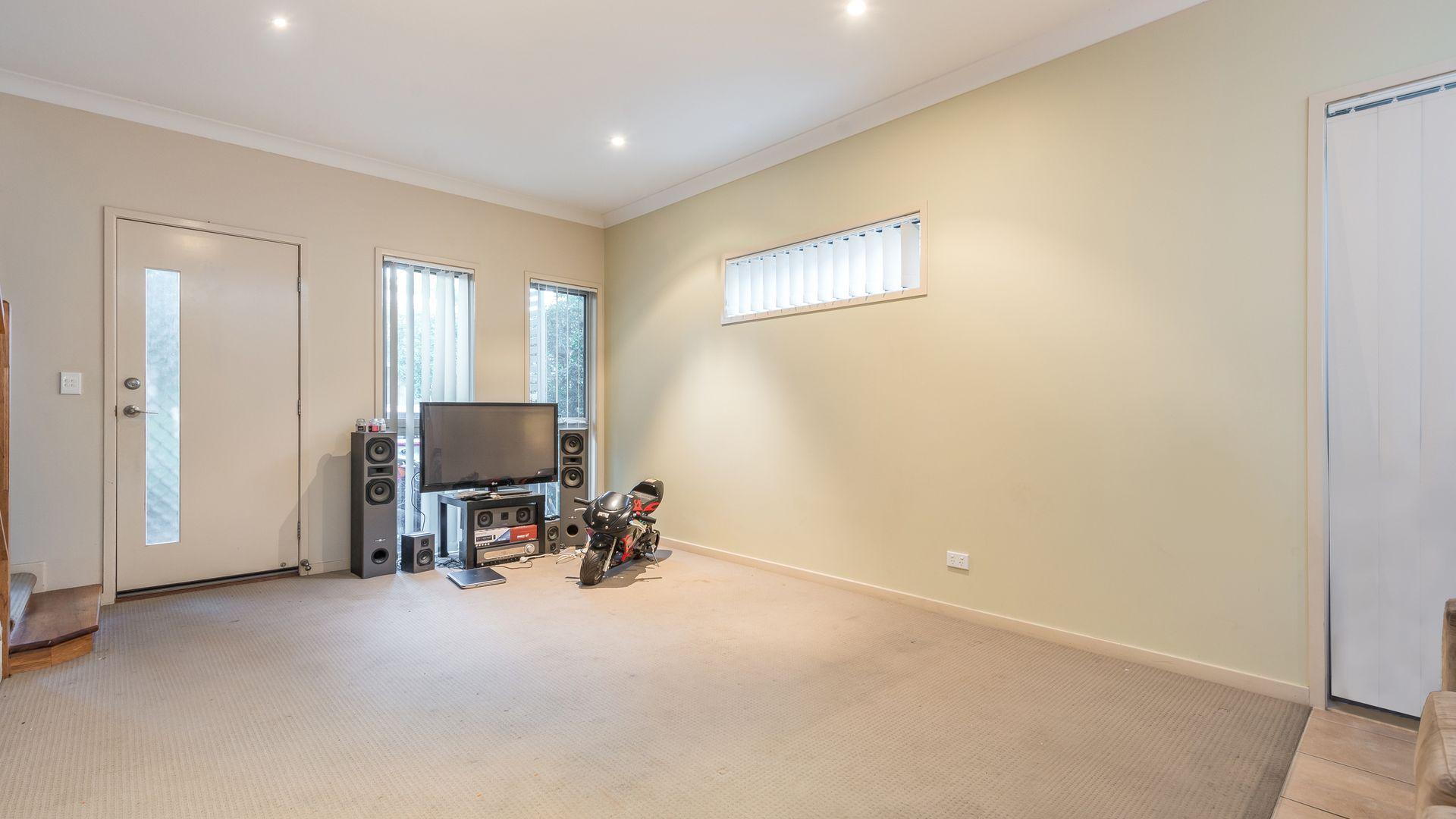 17/1-5 Anthony Street, Kingston QLD 4114, Image 2