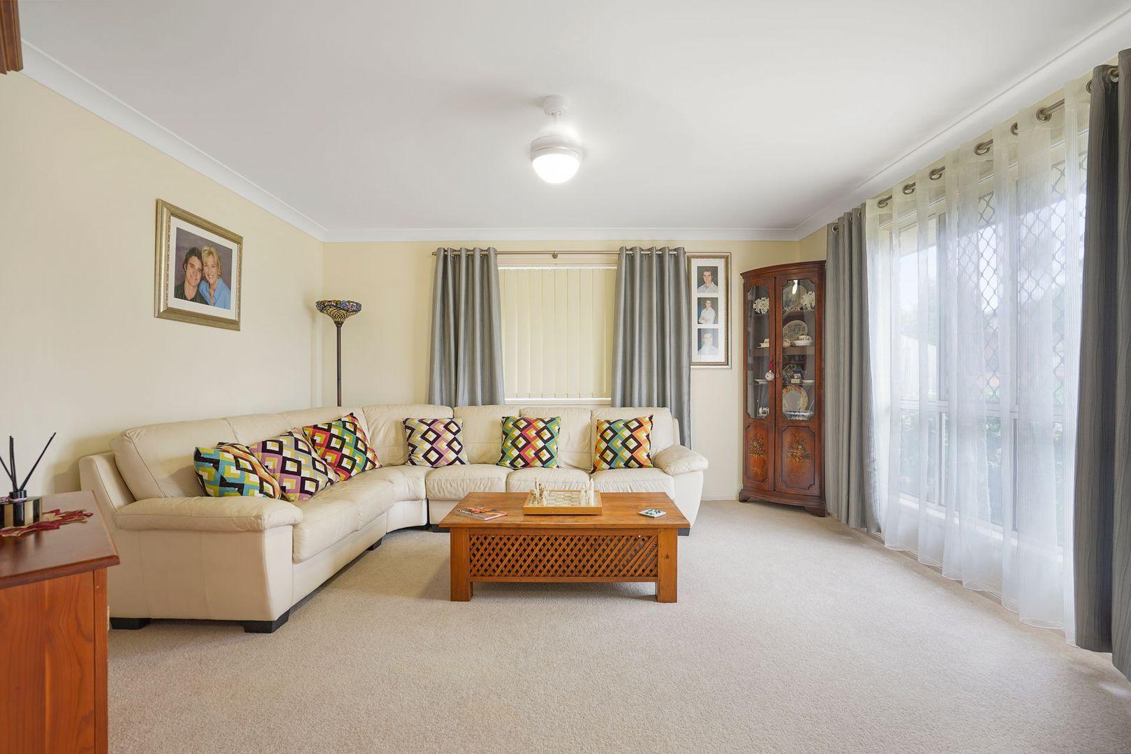 4 Macchion Close, Wakerley QLD 4154, Image 2