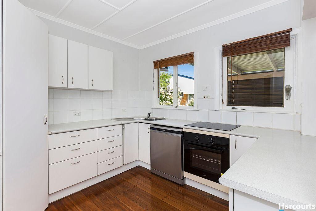 16 Domitia Avenue, Seven Hills QLD 4170, Image 0