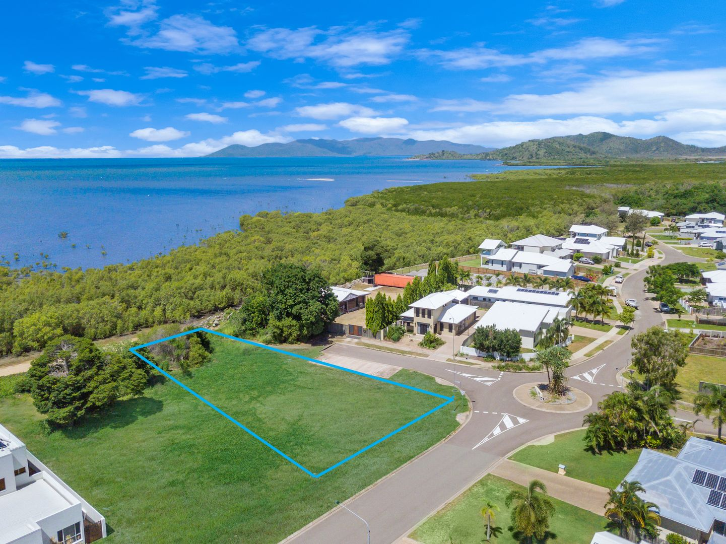 4 Waterview Drive, Bushland Beach QLD 4818, Image 2