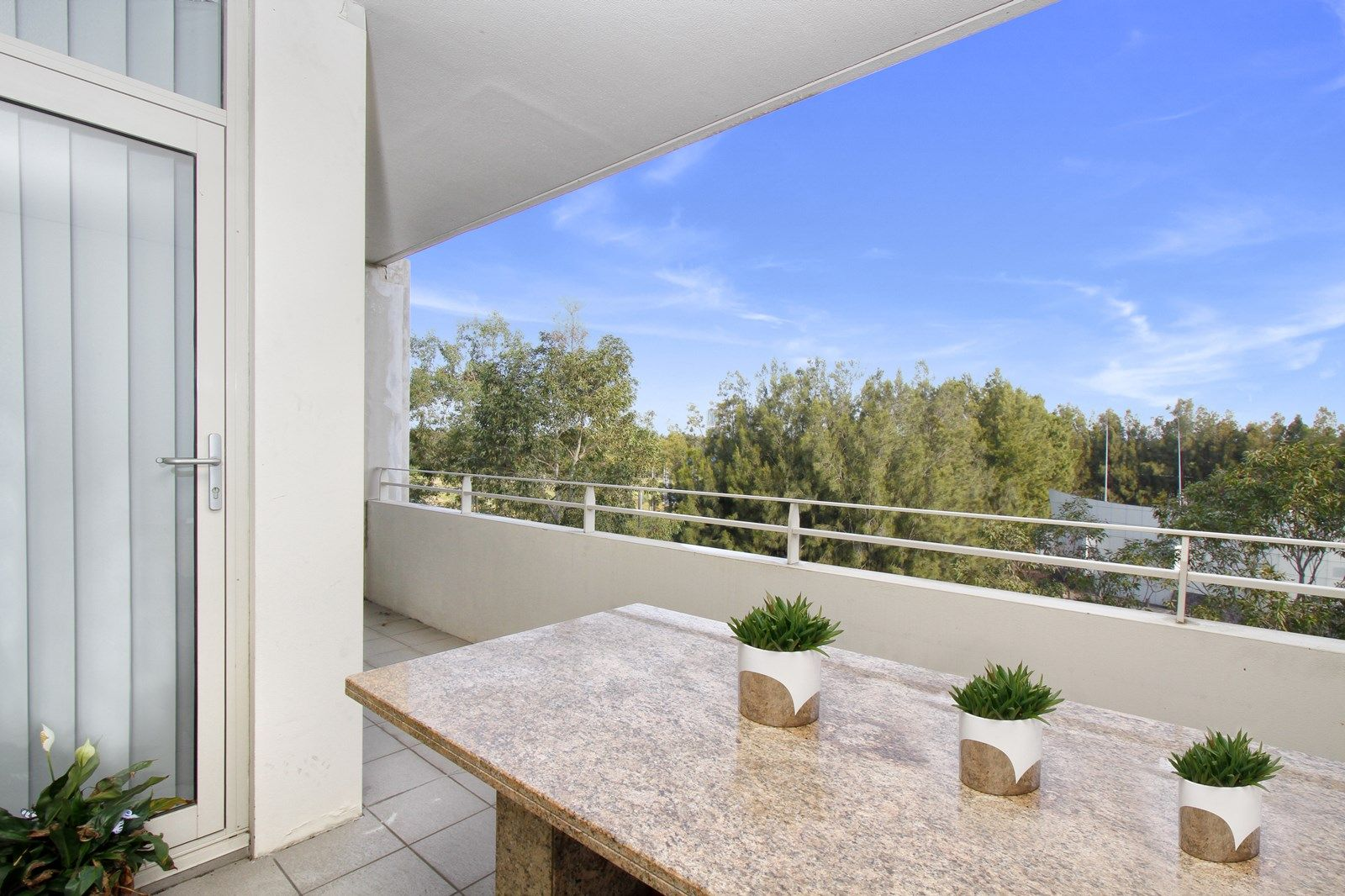 405/2 The Piazza, Wentworth Point NSW 2127, Image 2