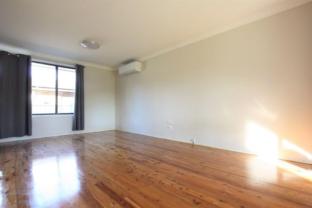 18 Hyacinth Place, Macquarie Fields NSW 2564, Image 2