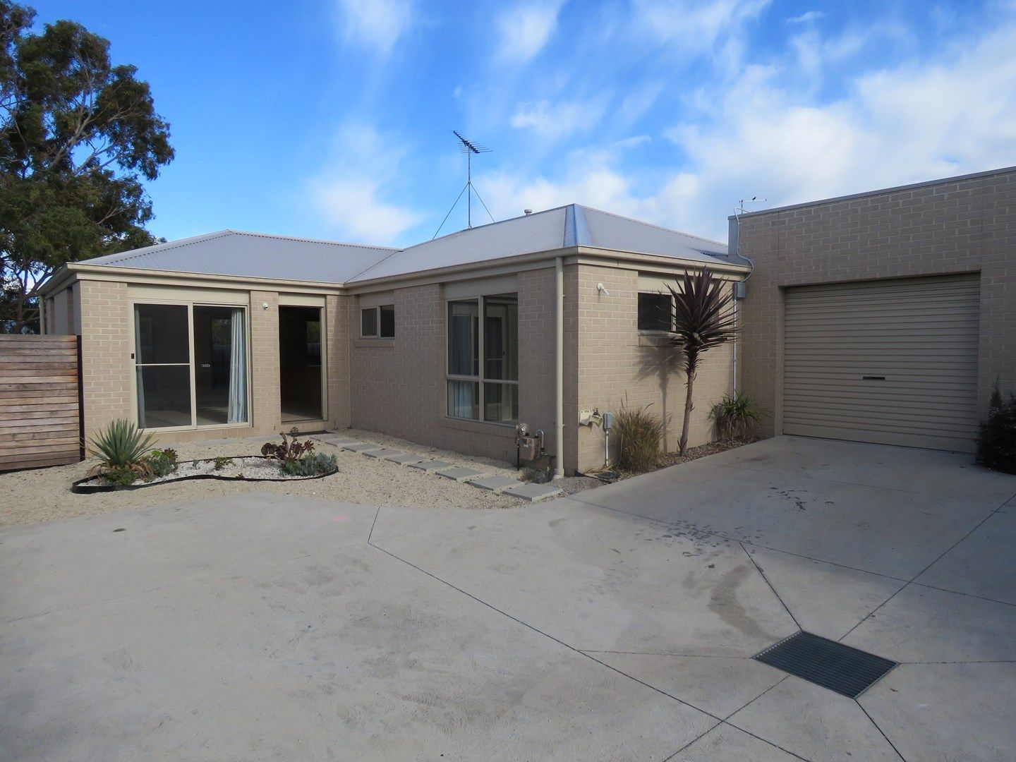 2/13 Summit Avenue, Belmont VIC 3216, Image 0
