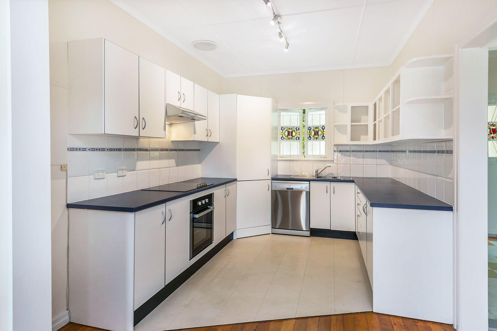37 Lansdowne Street, Newmarket QLD 4051, Image 2
