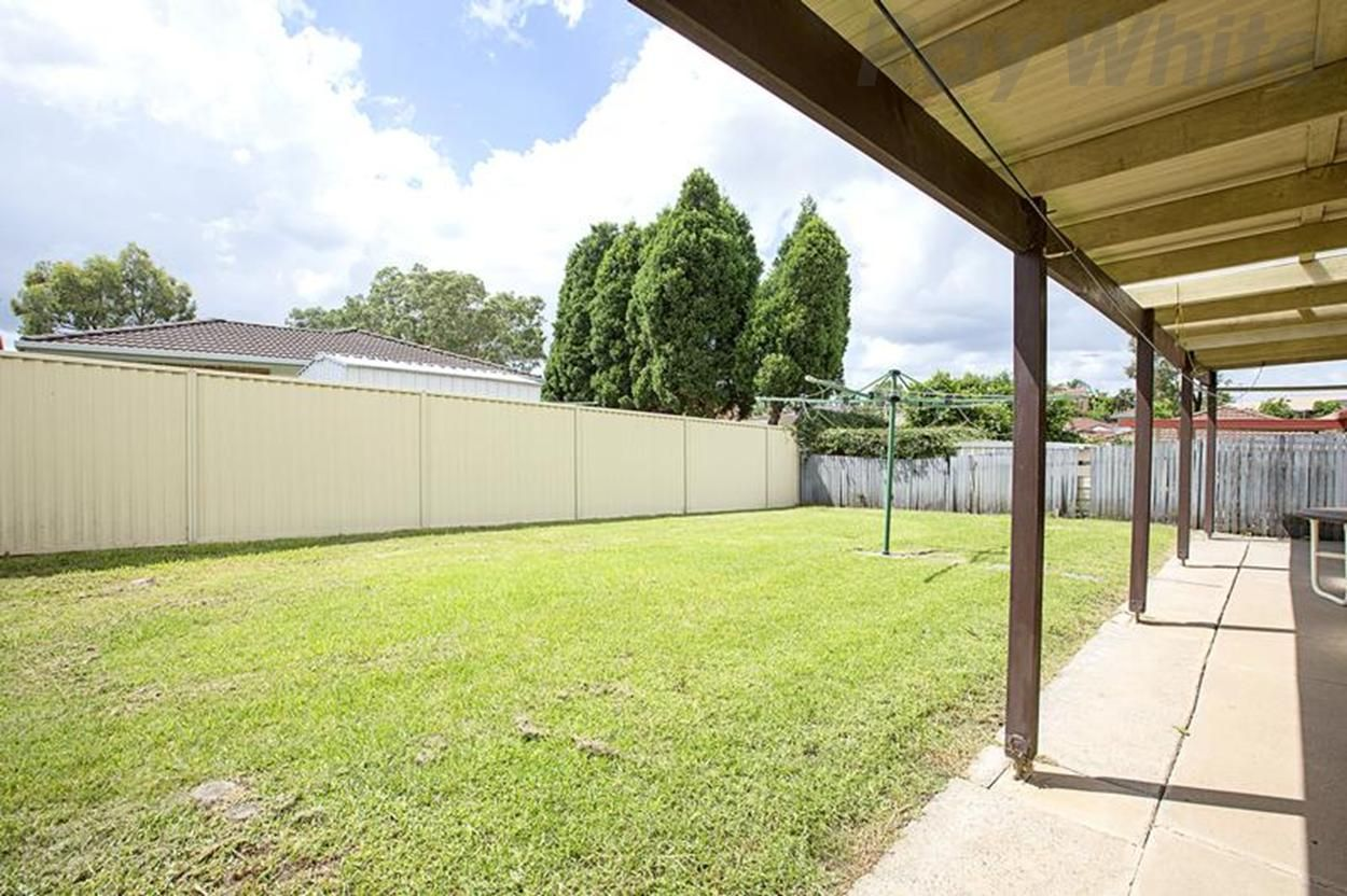 5 Arnold Avenue, Green Valley NSW 2168, Image 1