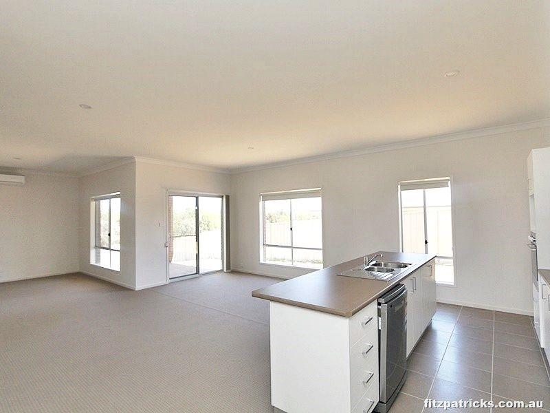 9 Sunvale Crescent, Estella NSW 2650, Image 1