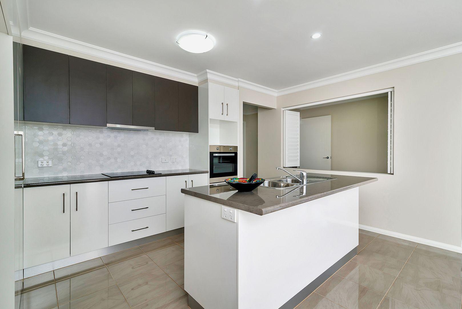 2/5 Third Avenue, Harristown QLD 4350, Image 1