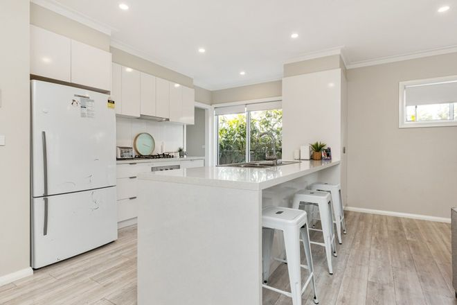 Picture of 2/5 Carinya Avenue, GLENFIELD PARK NSW 2650