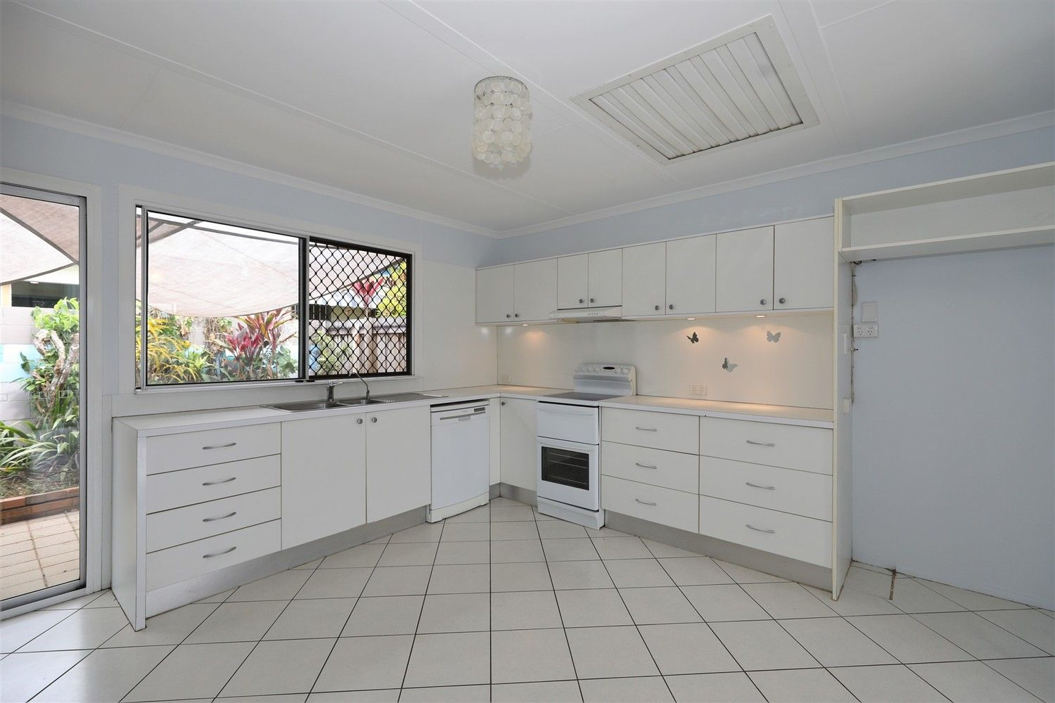 2/5 Kimba Close, White Rock QLD 4868, Image 2