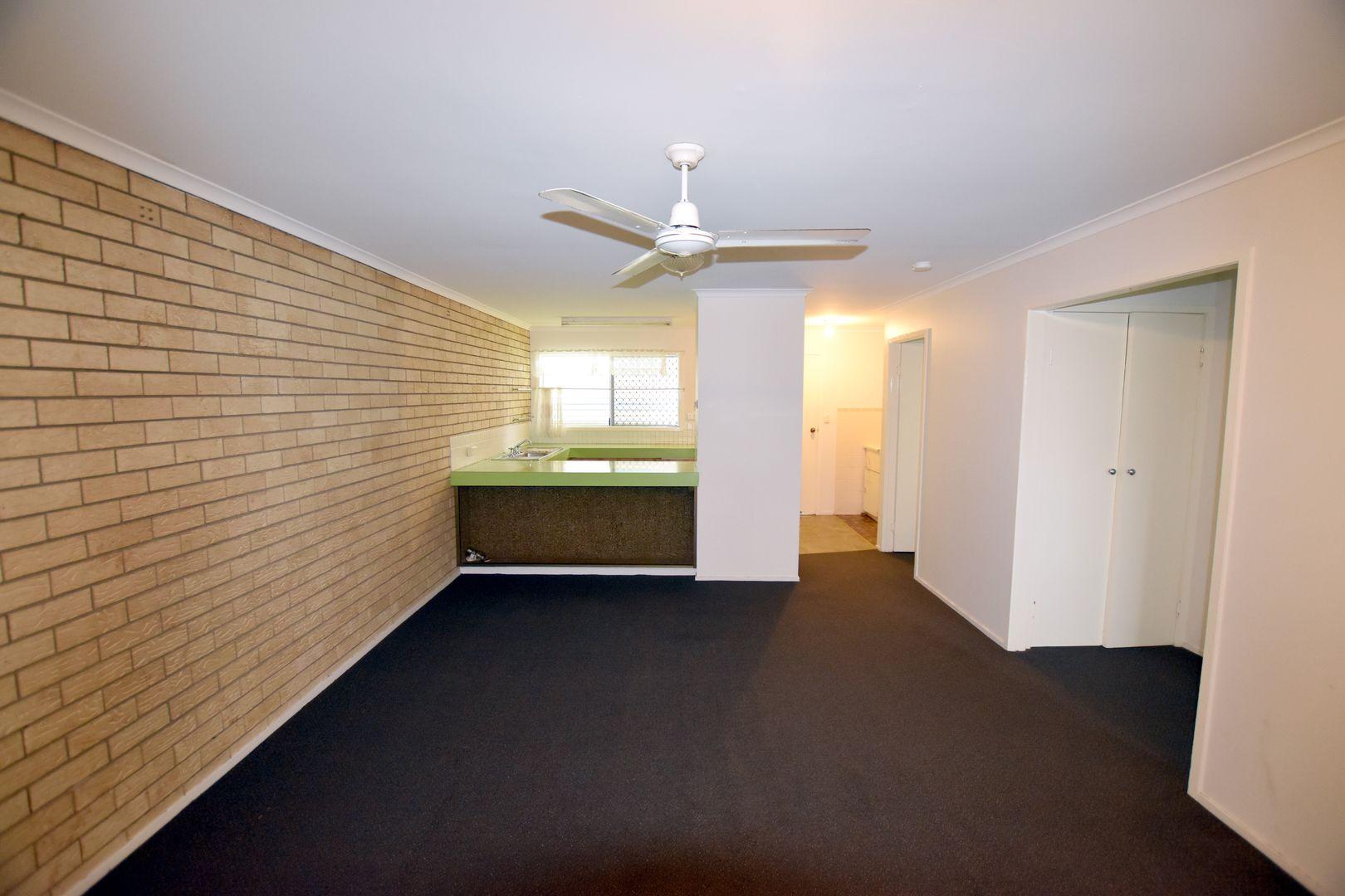 2/303 J Hickey Avenue, Clinton QLD 4680, Image 1