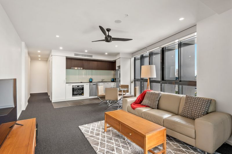 2201/30 Festival Place, Newstead QLD 4006, Image 2