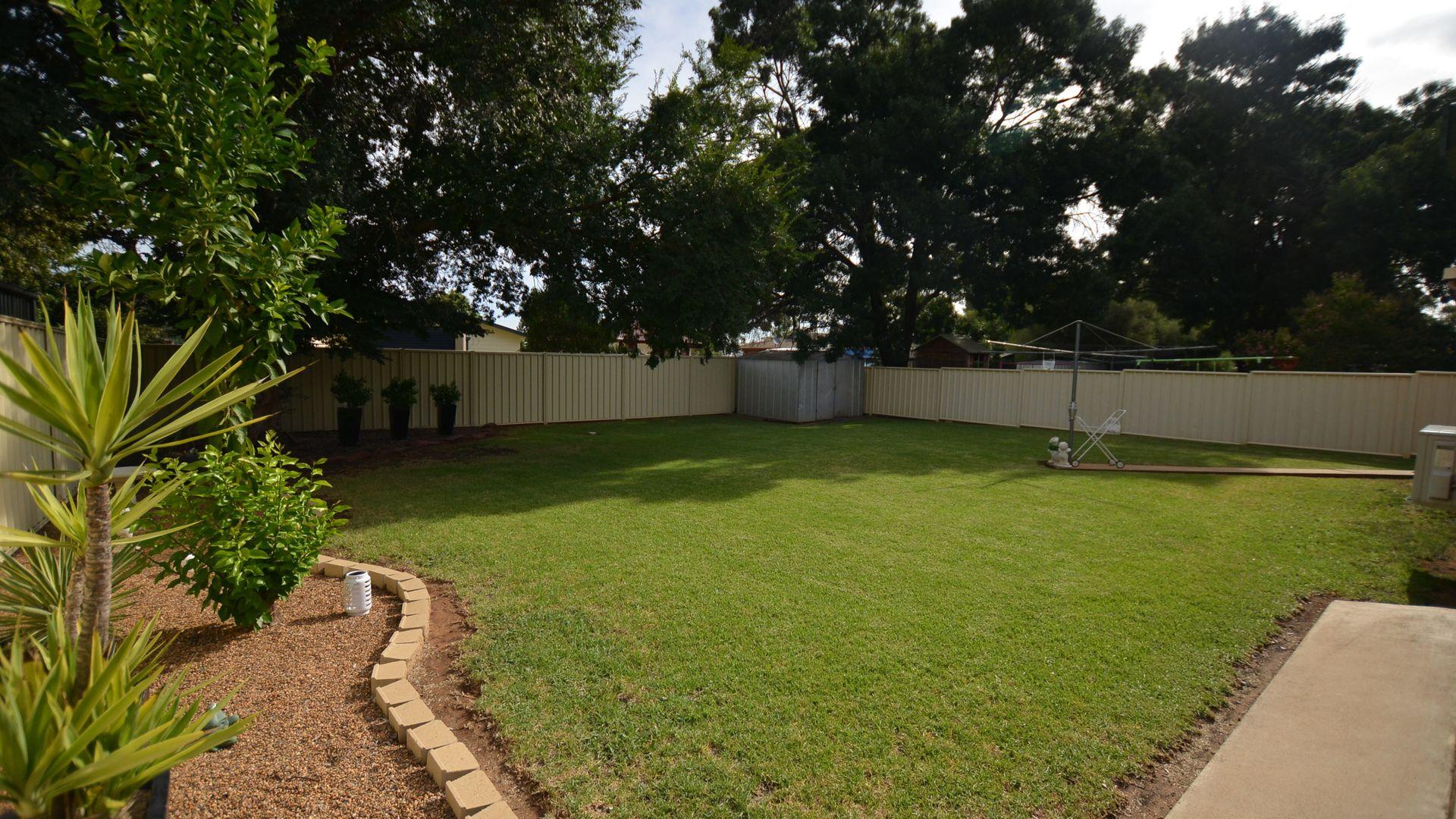 3 Cedar Crescent, Forbes NSW 2871, Image 2