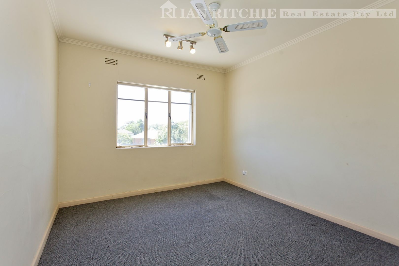 2/919 Mate Street, Lavington NSW 2641, Image 2