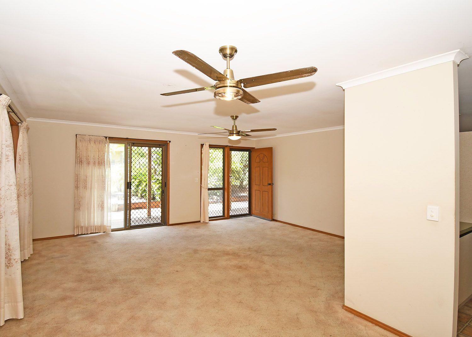 73 Hammond Street, Urangan QLD 4655, Image 2