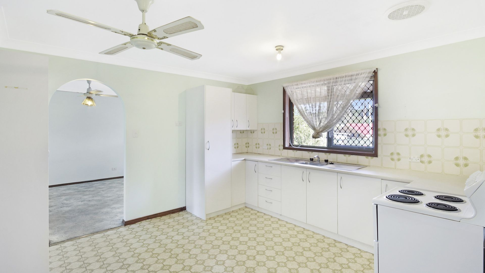 2/123 Kerry Crescent, Berkeley Vale NSW 2261, Image 2