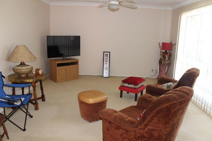 9 Whitewood Place, Arana Hills QLD 4054, Image 2