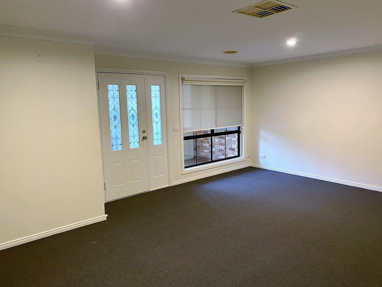 80 Greentree Way, West Albury NSW 2640, Image 2