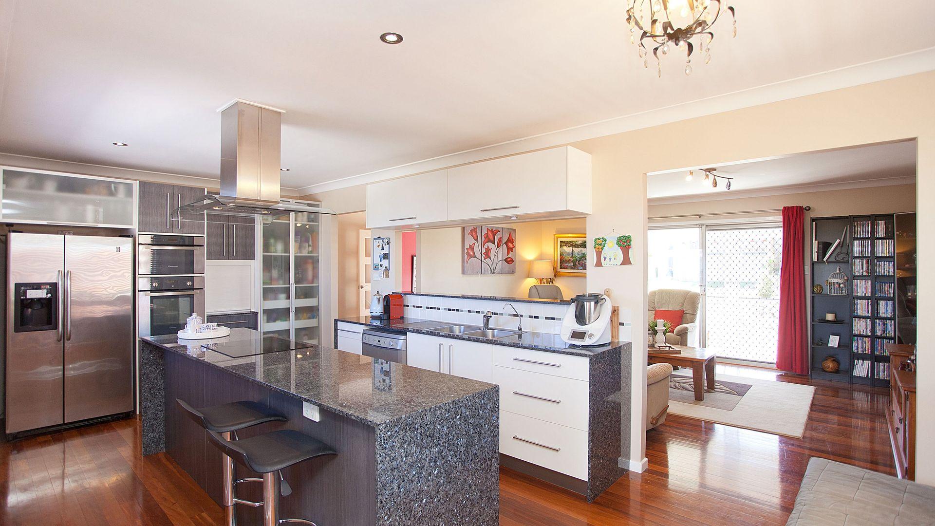 17 Tandanya Street, Mansfield QLD 4122, Image 2
