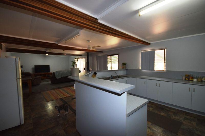 156 Cassowary Street, Longreach QLD 4730, Image 2