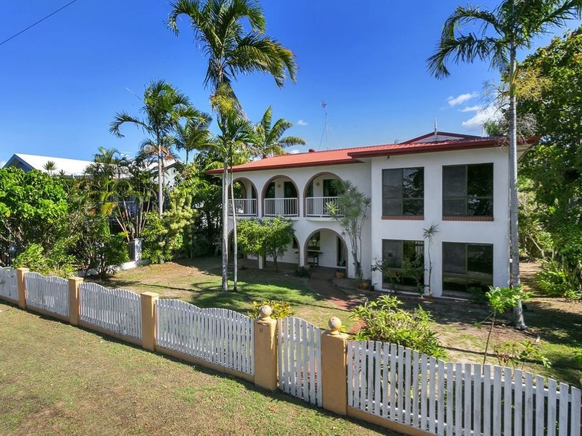 11 Casuarina Street, Holloways Beach QLD 4878, Image 1