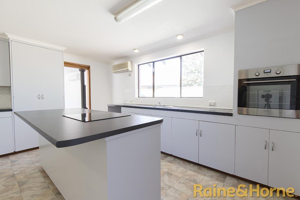 2 Topaz Street, Dubbo NSW 2830, Image 1