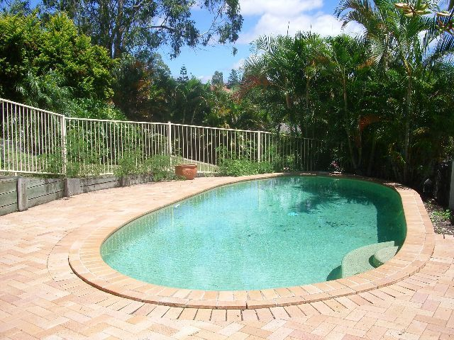 6 Hart Close, Brookfield QLD 4069, Image 2