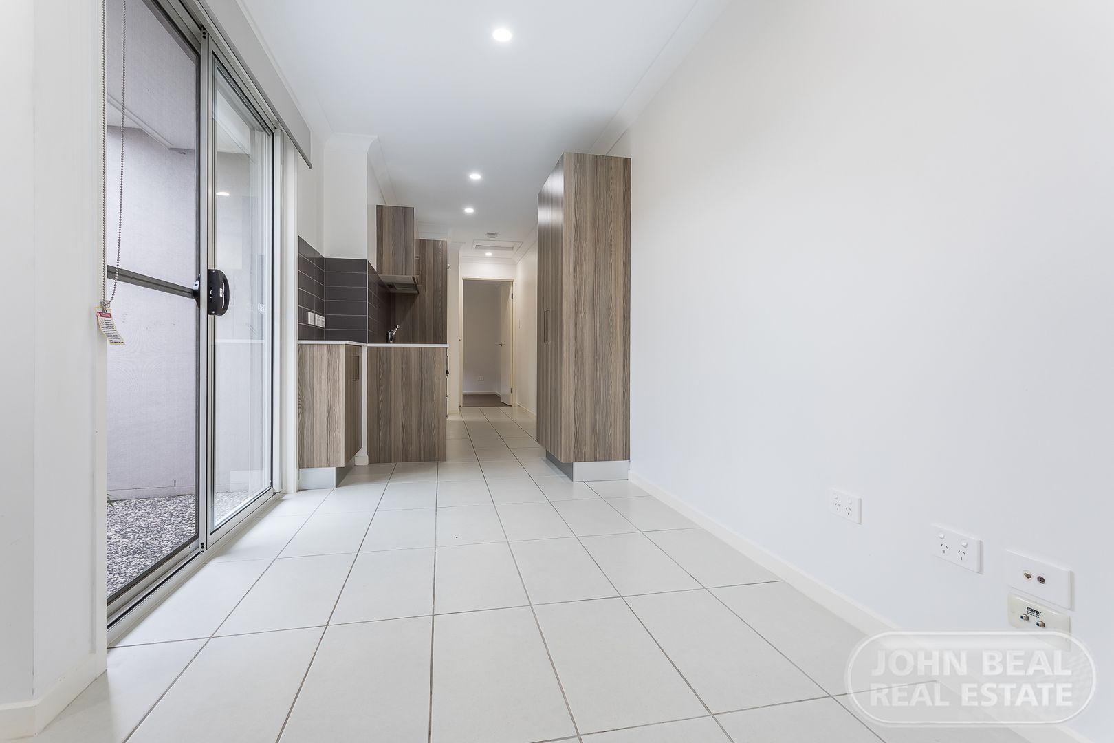 Unit 2/73 Jones St, Rothwell QLD 4022, Image 2