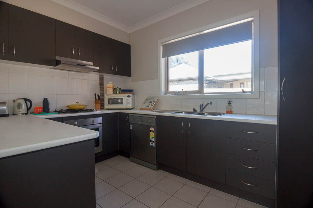 2/107 Hawkins Street, Howlong NSW 2643, Image 1