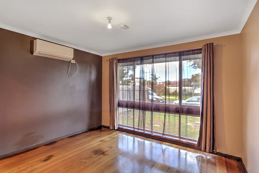 14 Gumtree Close, St Albans VIC 3021, Image 1