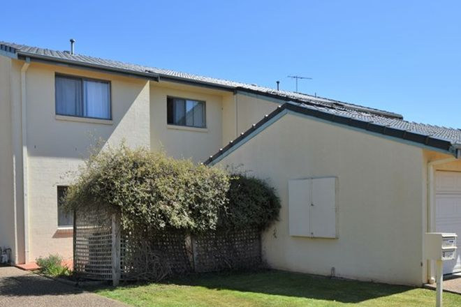 Picture of Unit 5 - 4 Old Barracks Lane, YOUNG NSW 2594