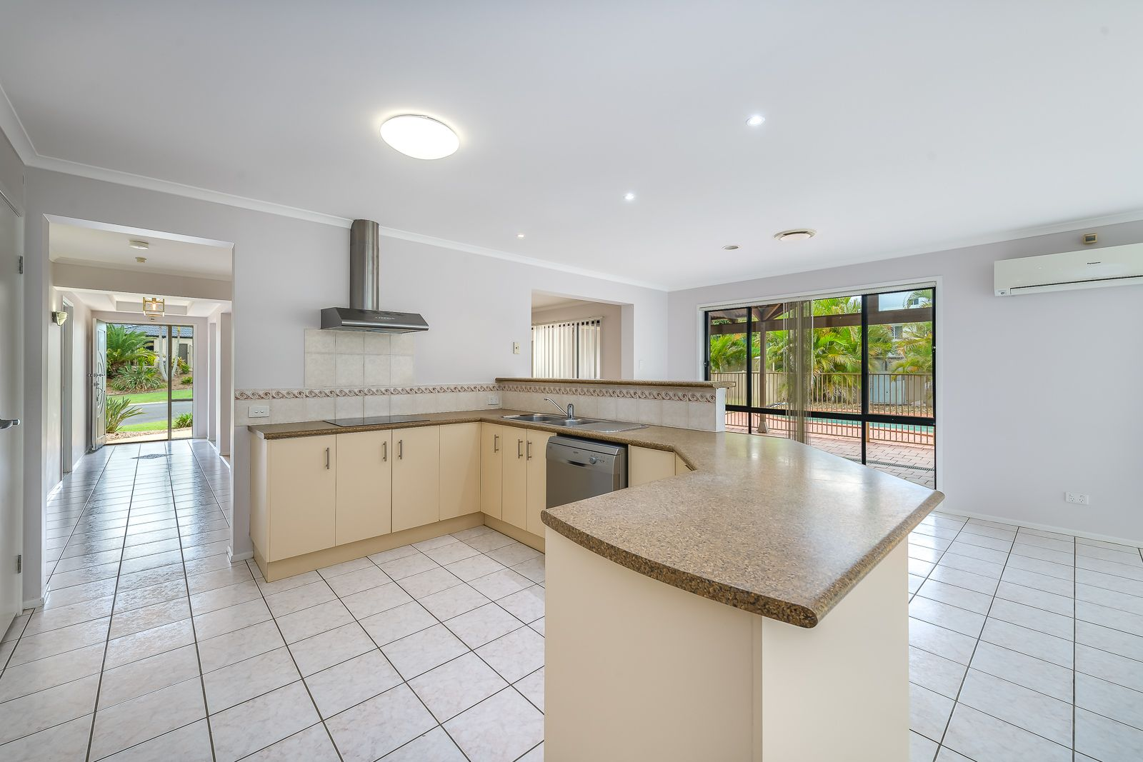 2 Deal Cove, Arundel QLD 4214, Image 1