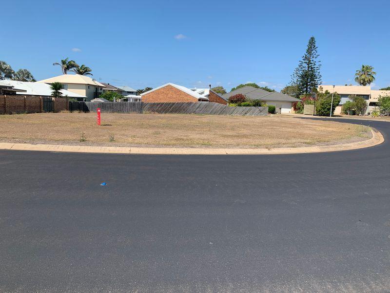 2 Searink Court, Bargara QLD 4670, Image 2