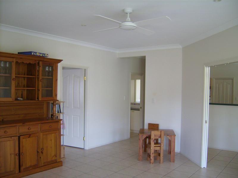 7 Pinehurst Court, Albany Creek QLD 4035, Image 2