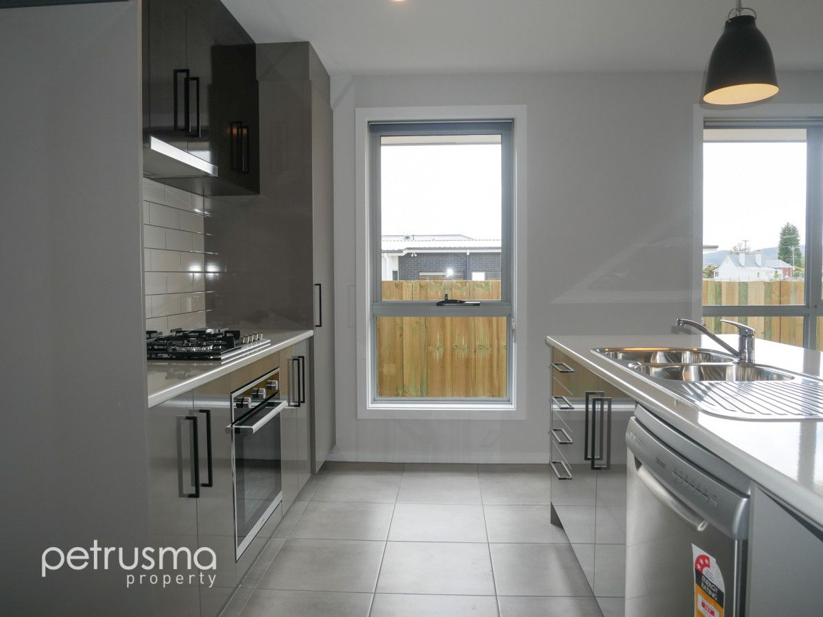 23 Dowding Crescent, New Town TAS 7008, Image 2