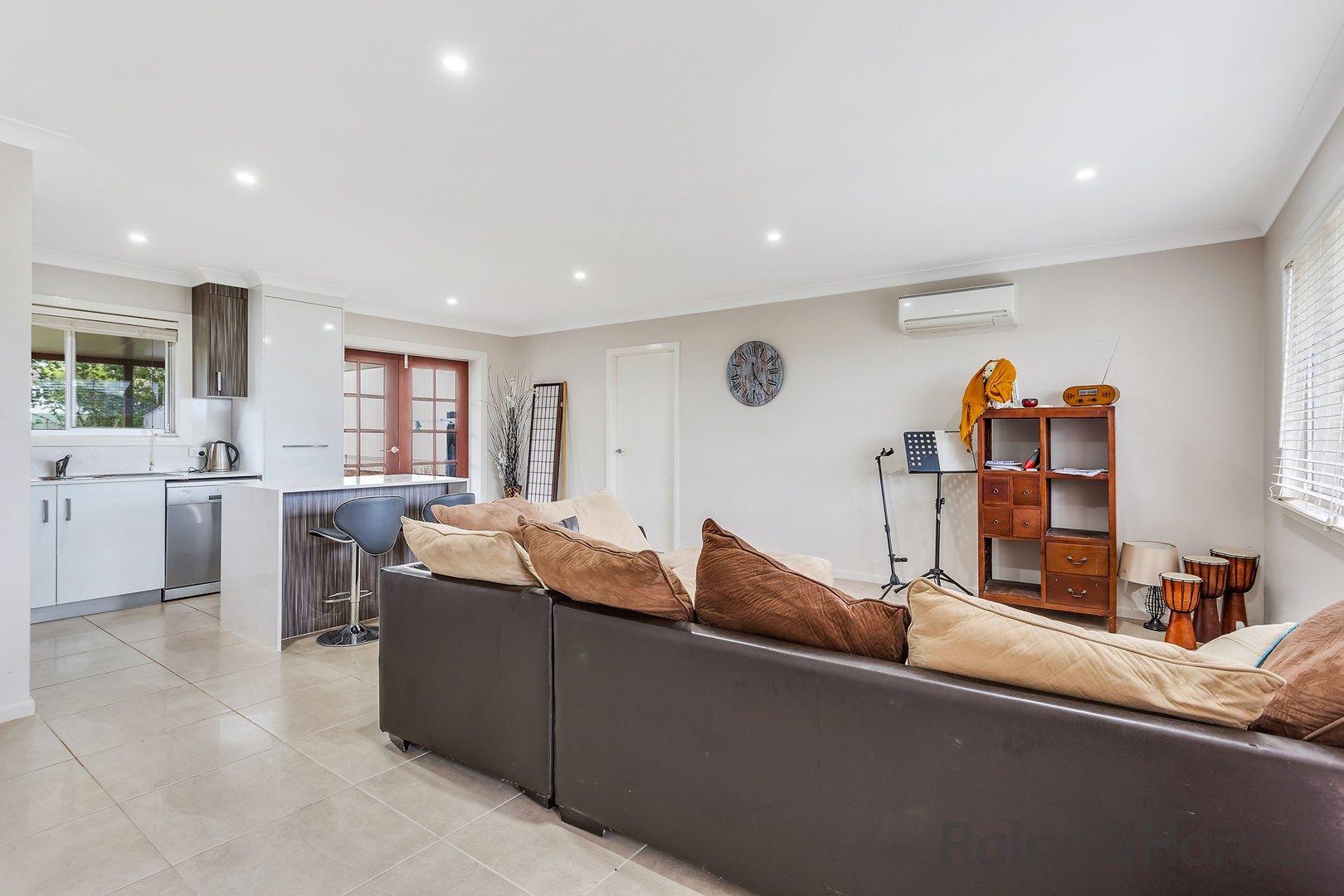 12 Merino Street, Harristown QLD 4350, Image 2