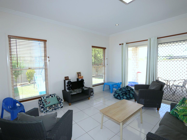 1/62 Gladstone Street, Emerald QLD 4720, Image 2