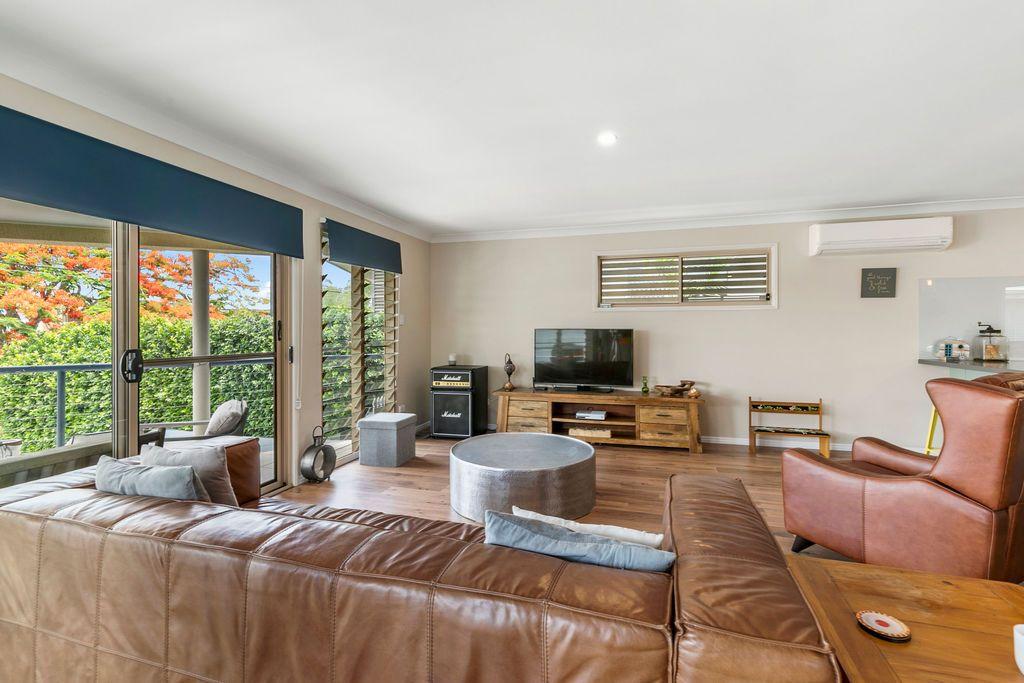 11 Broadwater Terrace, Redland Bay QLD 4165, Image 2