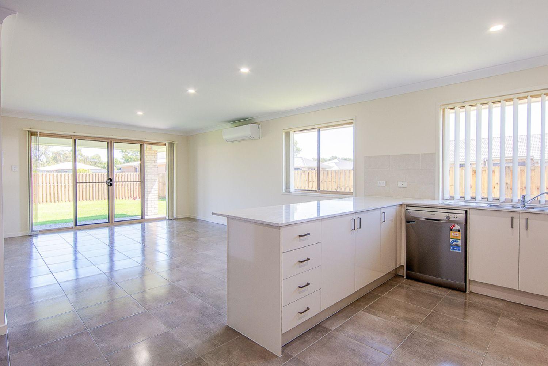 7 Azure Street, Rosewood QLD 4340, Image 2