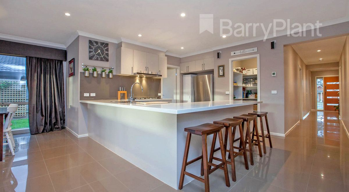 6 Clare Court, Garfield VIC 3814, Image 2