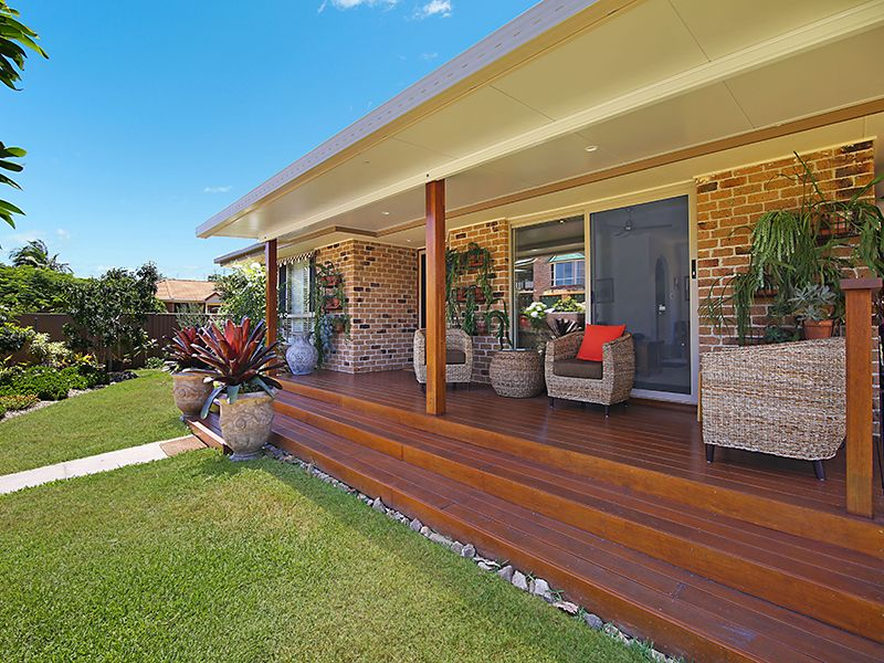 37 Beaconsfield Drive, Burleigh Waters QLD 4220, Image 1