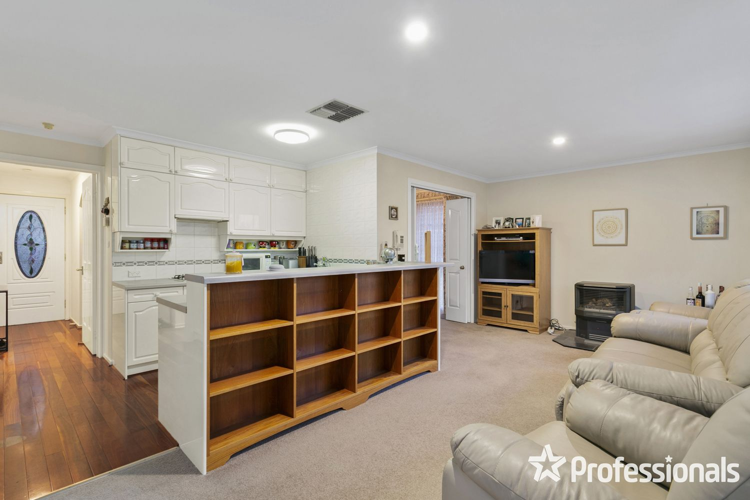 2 Gould Place, Mooroolbark VIC 3138, Image 2