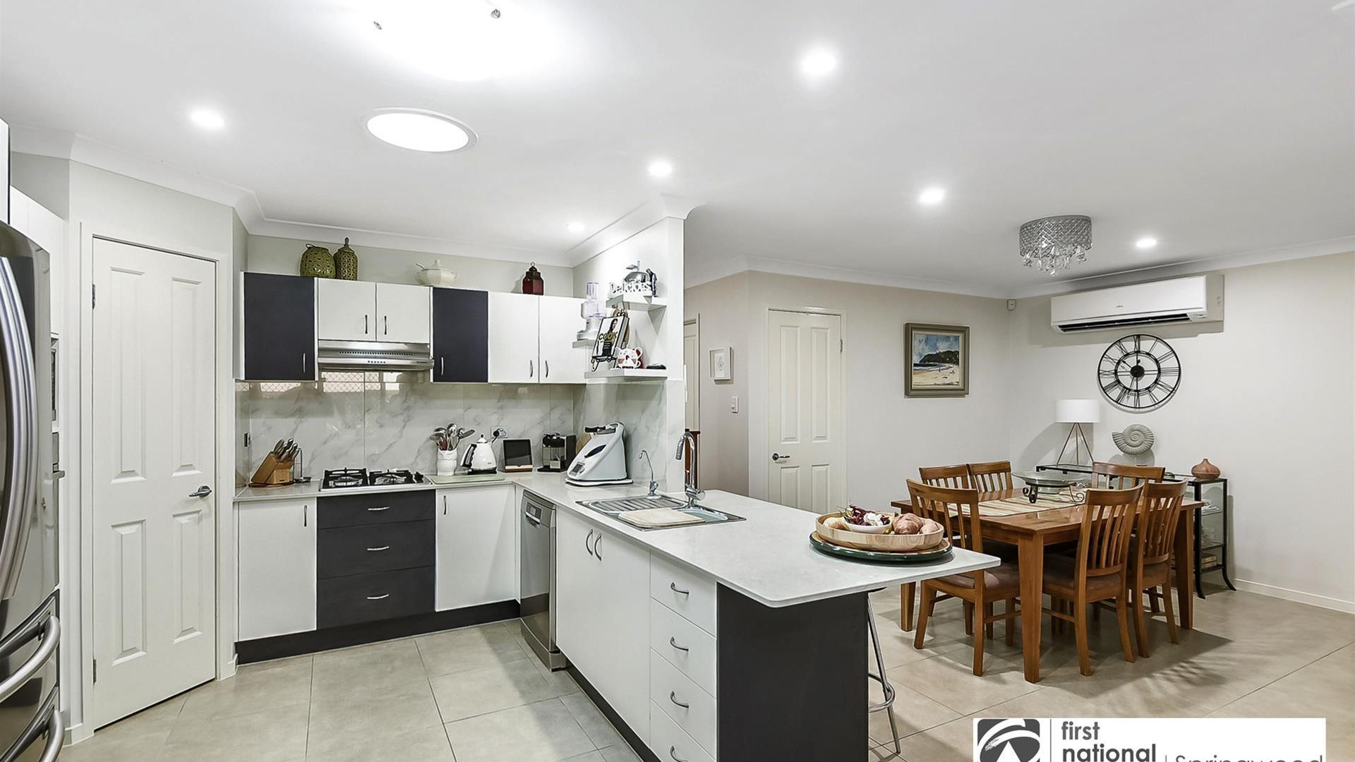 6 Yovan Court, Loganlea QLD 4131, Image 2