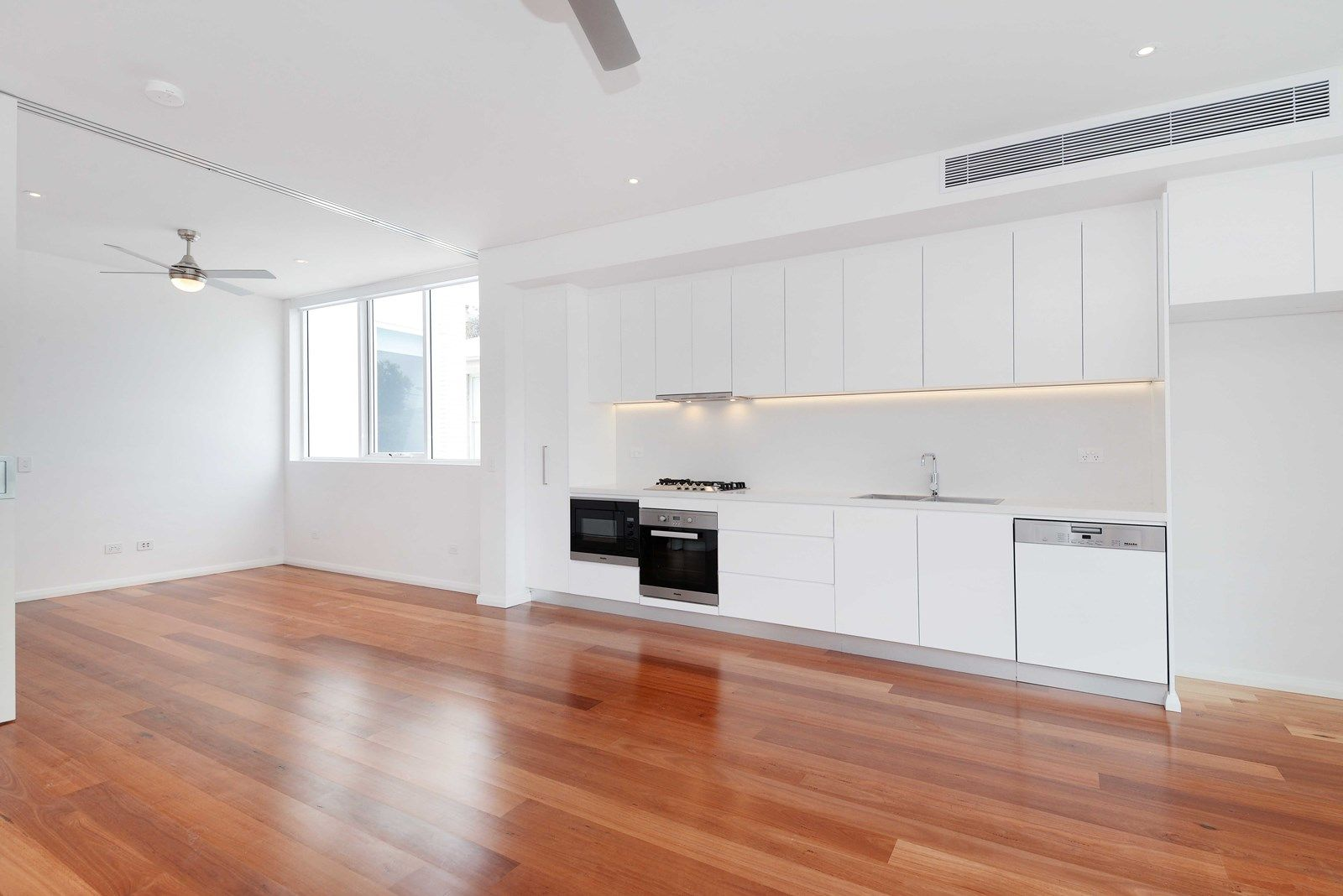 202/32-34 Carr Street, Coogee NSW 2034, Image 2