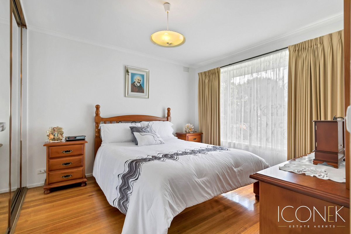 2 Winterton Close, Epping VIC 3076, Image 2