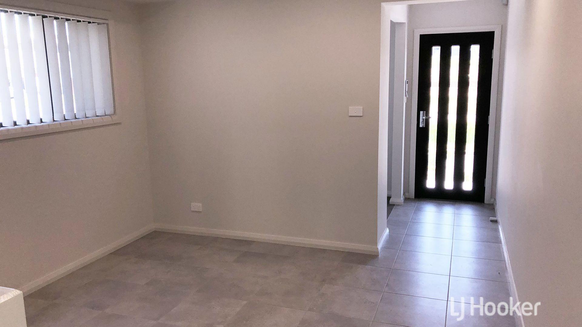 64 Bryant Avenue, Middleton Grange NSW 2171, Image 2