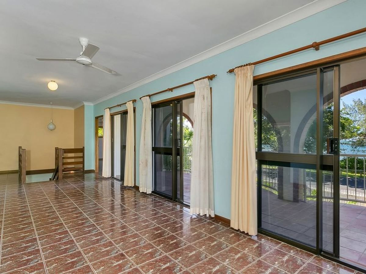 11 Casuarina Street, Holloways Beach QLD 4878, Image 2