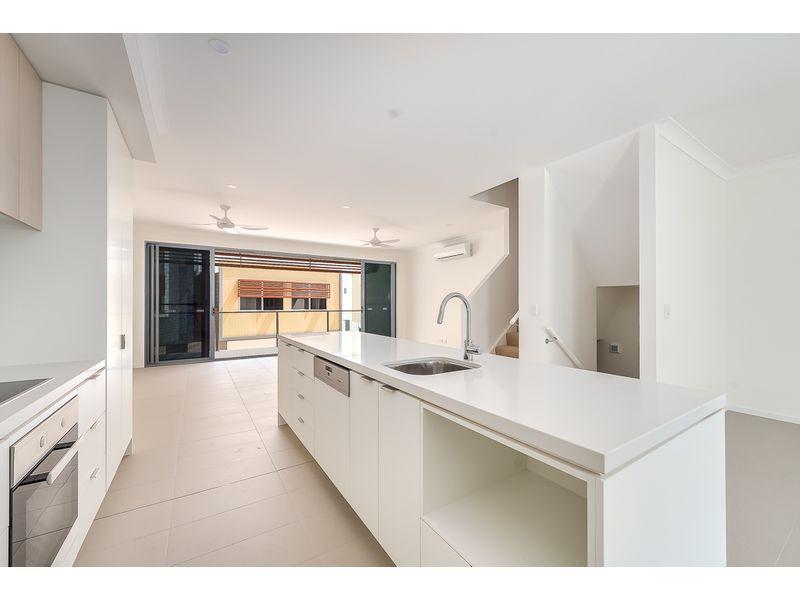 1 Grande Avenue, Carrara QLD 4211, Image 2
